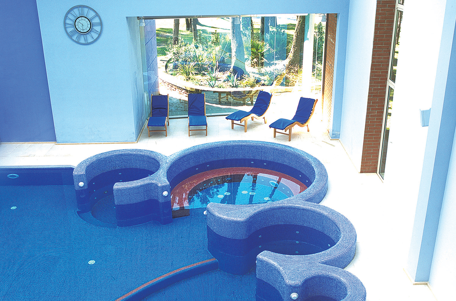 8951264_46_hotel_con_piscina_interna