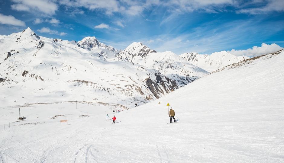 attrezzature per sciare e comprensorio