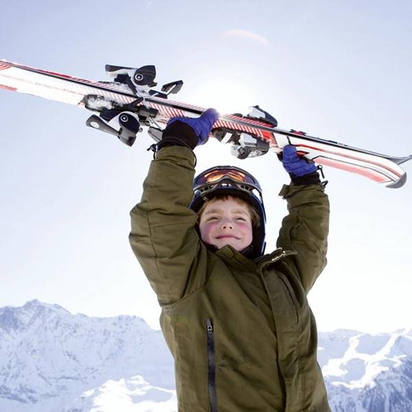 Attrezzatura per sciare e comprensori